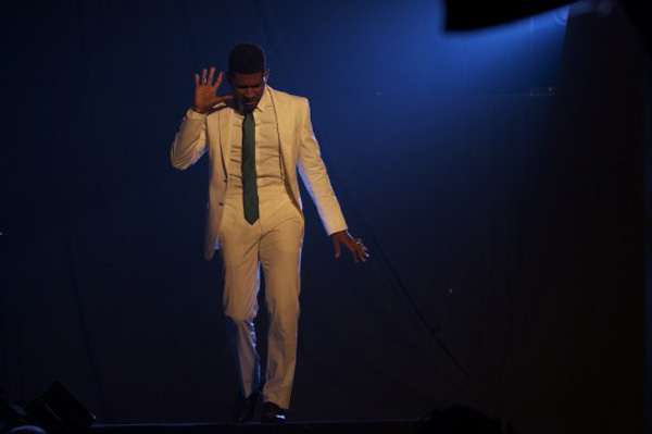 Usher Debuts New Music Video for 'Scream'