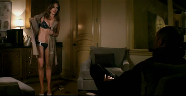 Jennifer Lopez Strips Down in 'Parker'