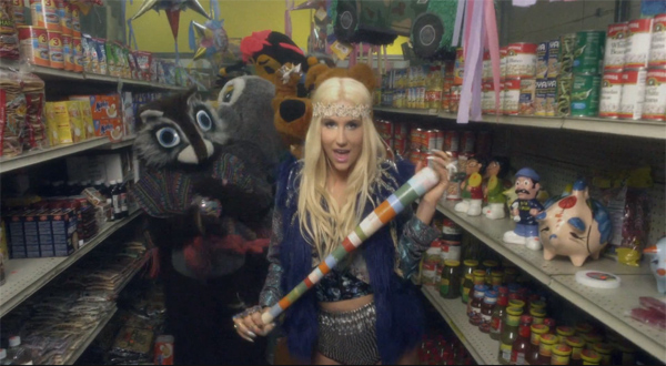 Ke$ha Gets Rowdy With Stuffed Animals