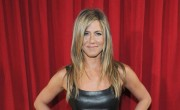 Jen Aniston Initiates 'Friends' Reunion