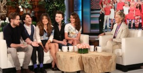 lea-michele-glee-cast-talk-final-taping-play-cards-against-humanity-01