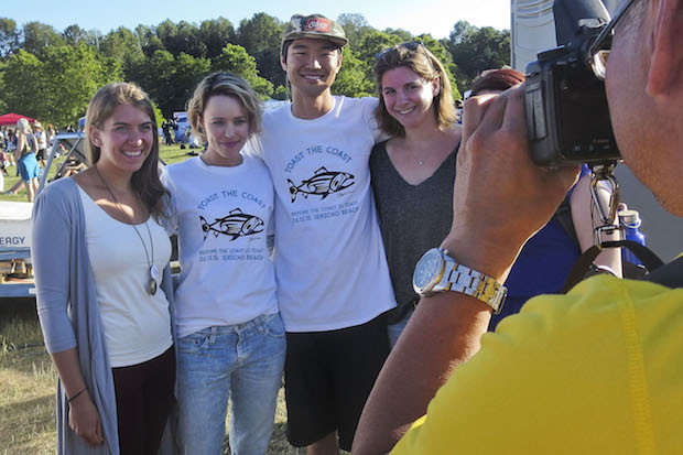 Rachel McAdams laughs with volunteers; in Vancouver to protest against Oil Pipelines