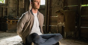 """""""Brian Finch's Black Op"""" -- When Brian calls in sick for a day off from the FBI, the CIA abducts him from home to borrow his NZT-enhanced capabilities for a black ops mission. As the operation becomes increasingly dangerous, Brian finds himself without FBI support in a situation that's spiraling out of control, on LIMITLESS, Tuesday, Nov. 3 (10:00-11:00 PM, ET/PT) on the CBS Television Network. Jake McDorman as  Brian Finch   Photo:"""
