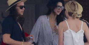 Harry Style and Kandall Jenner enjoy lunch with Ellen DeGenres and Portia aboard C2 mega yacht   Ref: SPL1202020  010116   Picture by: Splash News  Splash News and Pictures Los Angeles:310-821-2666 New York:212-619-2666 London:870-934-2666 photodesk@splashnews.com