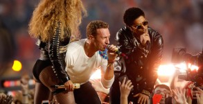 SANTA CLARA, CA - FEBRUARY 07:  Beyonce, Chris Martin of Coldplay and Bruno Mars perform during the Pepsi Super Bowl 50 Halftime Show at Levi's Stadium on February 7, 2016 in Santa Clara, California.  (Photo by