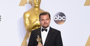 HOLLYWOOD, CA - FEBRUARY 28:  Actor Leonardo DiCaprio, winner of Best Actor for 'The Revenant,' poses in the press room during the 88th Annual Academy Awards at Loews Hollywood Hotel on February 28, 2016 in Hollywood, California.  (Photo by