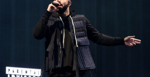 Drake performing at the Wireless Festivall in Finsbury Park, central London. PRESS ASSOCIATION Photo. Picture date: Friday July 3, 2015. Photo credit should read: