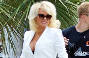 Pamela Anderson Heads Back To The Beach For 'Baywatch'